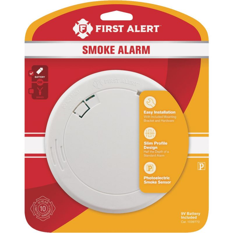 First Alert Slim Round Photoelectric Smoke Alarm White