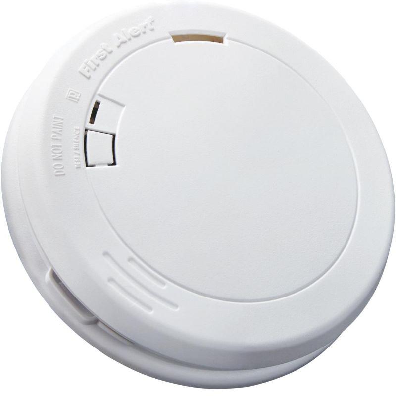First Alert 10-Year Slim Round Battery Smoke Alarm White