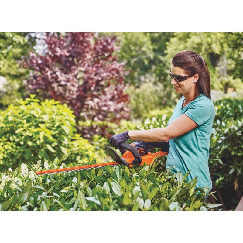 Black & Decker 20V MAX PowerCut 22 In. Cordless Hedge Trimmer 3/4 In., 1.5A, 22 In.