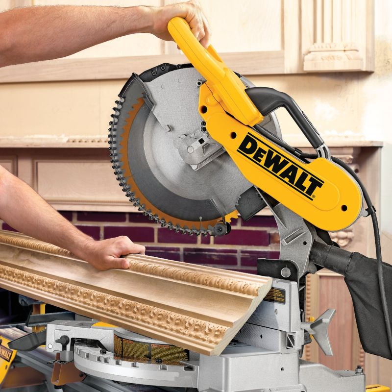 DeWalt 12 In. Dual-Bevel Compound Miter Saw 15A