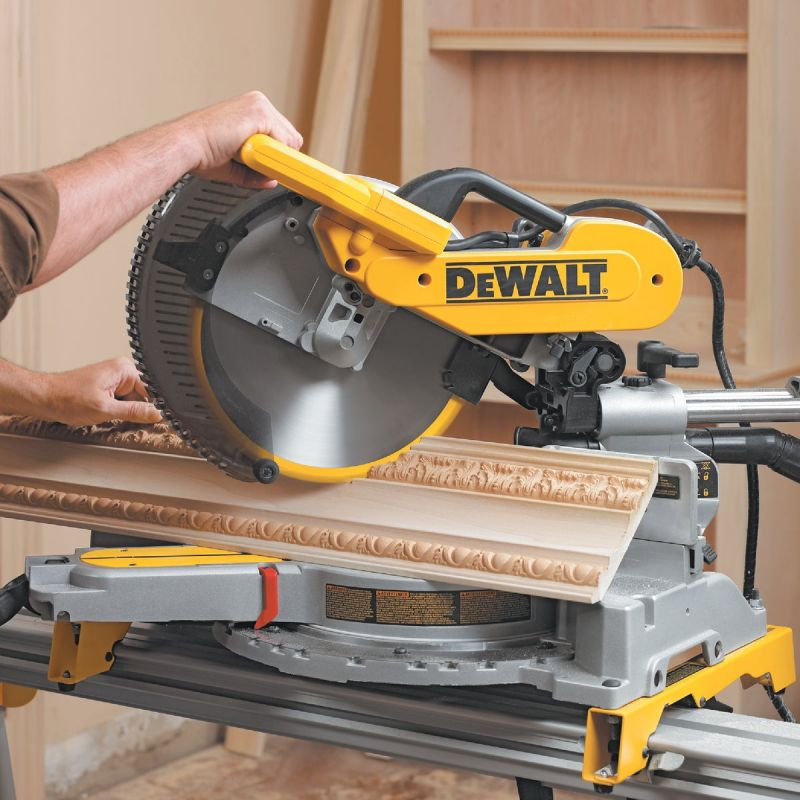 DeWalt 12 In. Dual-Bevel Sliding Compound Miter Saw 15A